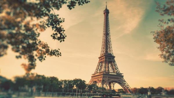 vintage-eiffel-tower-free-desktop-wallpaper-1920x1080