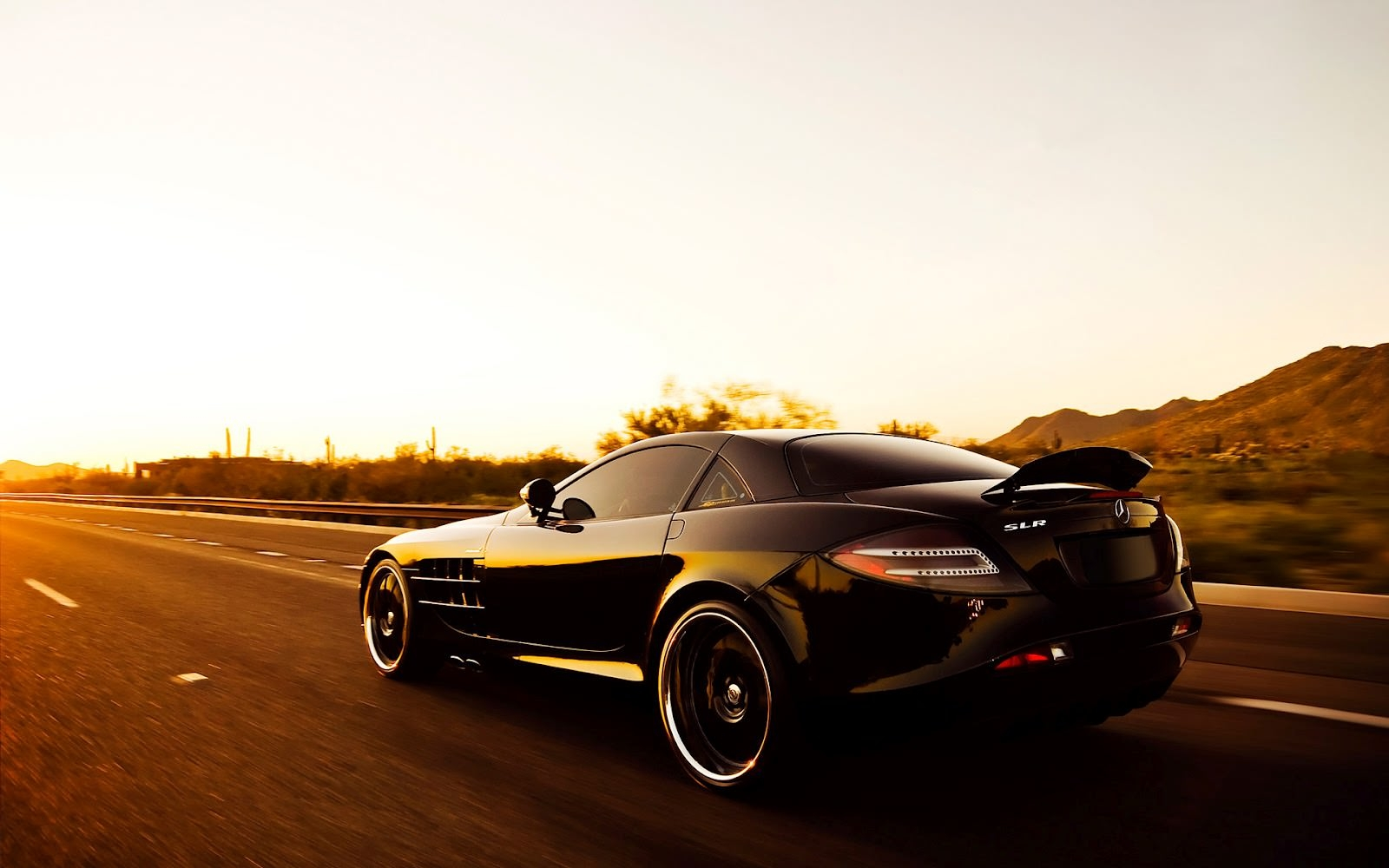 Black-Mercedes-Benz-SLR-Sunlights-Car-Wallpaper