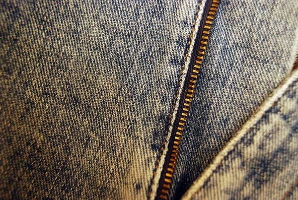 denim-texture-with-chain