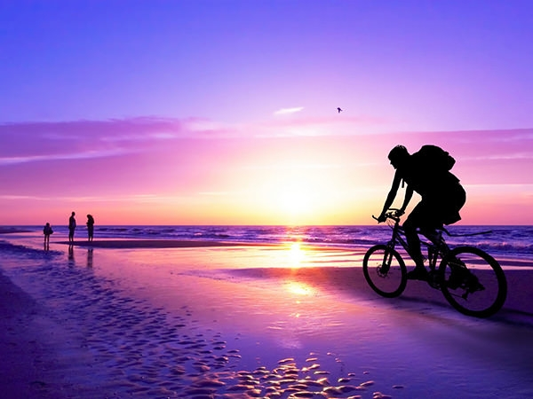 Beautiful-Cycling-Sunset-Beach-Wallpaper