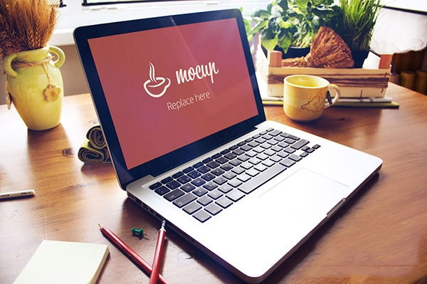 creative-free-psd-macbook-pro-mockup