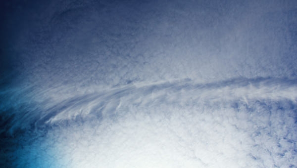 free-sky-texture-with-wispy-clouds-