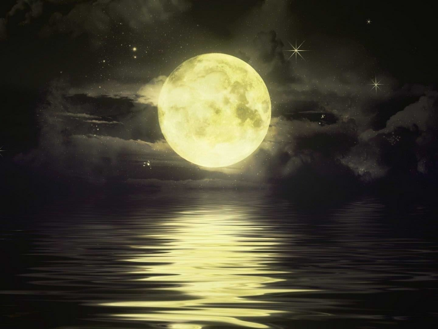full-moon-above-the-ocean-desktop-background-wallpaper