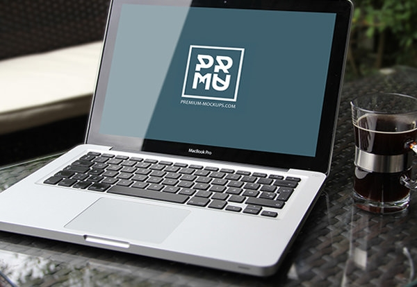 realistic-macbook-air-mockup-psd