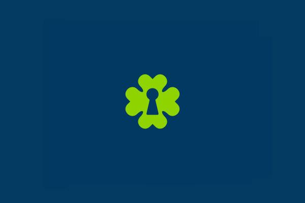 luckey clover logo design