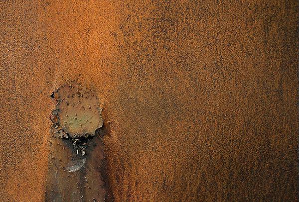 rusty-metal-texture-hole
