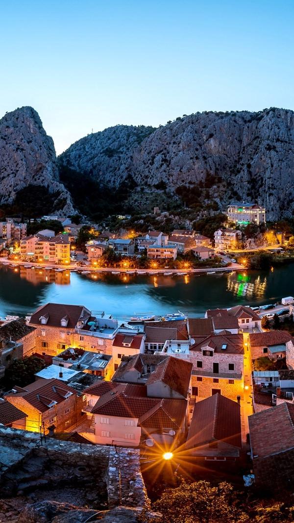 Croatia City iPhone 6 HD Background