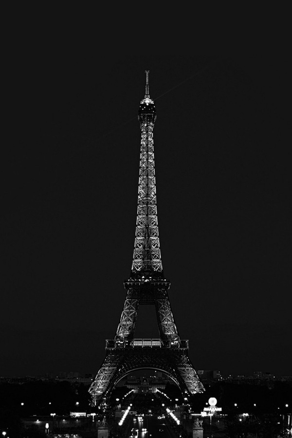 Dark Eiffel Tower iPhone 4 Background
