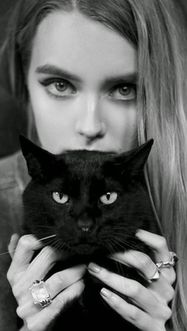 Blonde Girl With Black Cat iPhone 5s Background