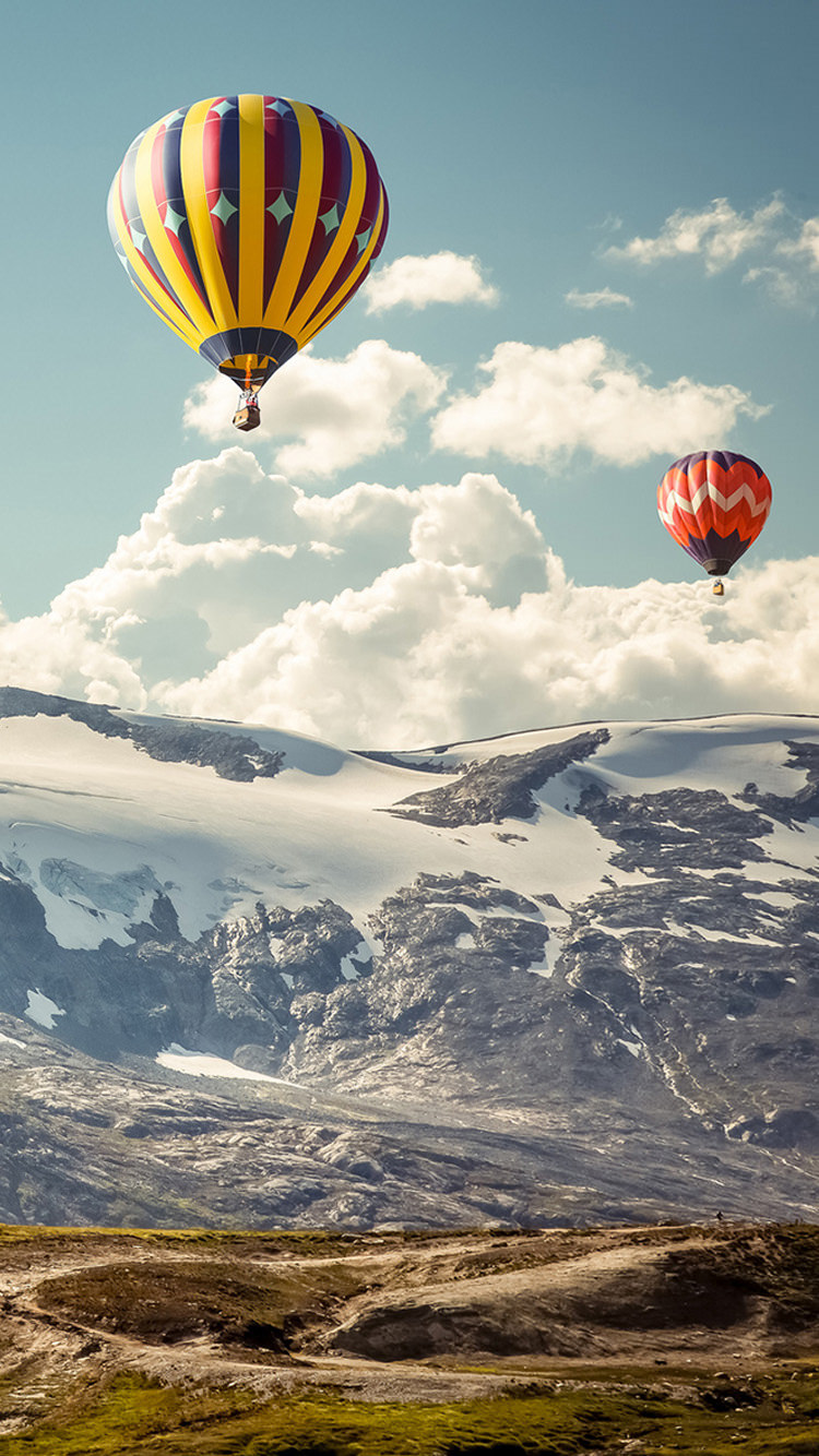 Hot Air Balloon Sky & Mountains IPhone 6 Background