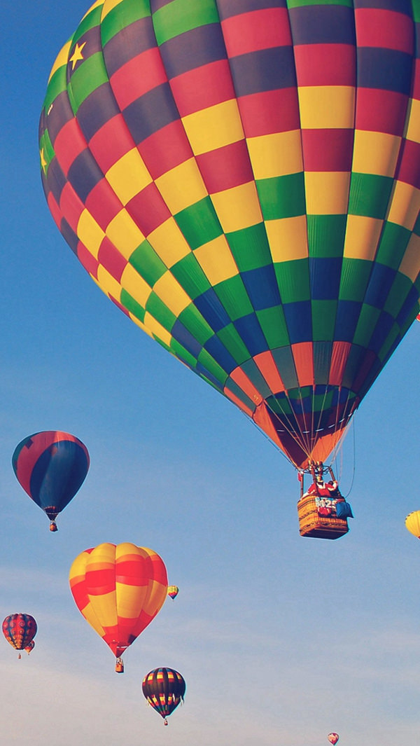 Hot Air Balloon in Sky iPhone 5c Background