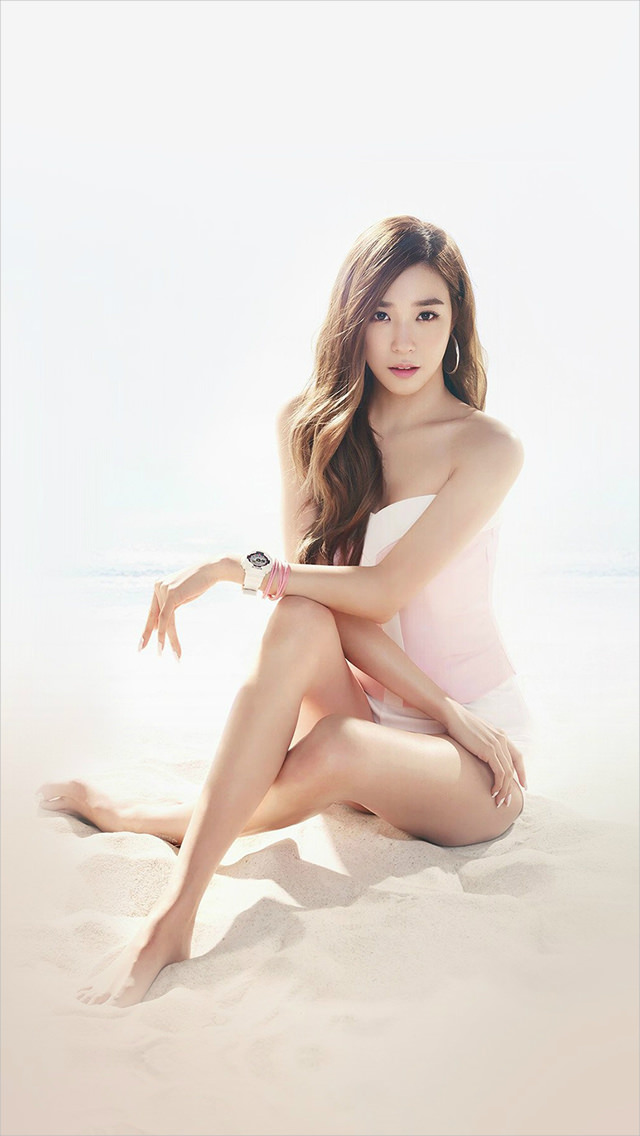 Pretty Kpop Girl Tiffany Beach iPhone Background