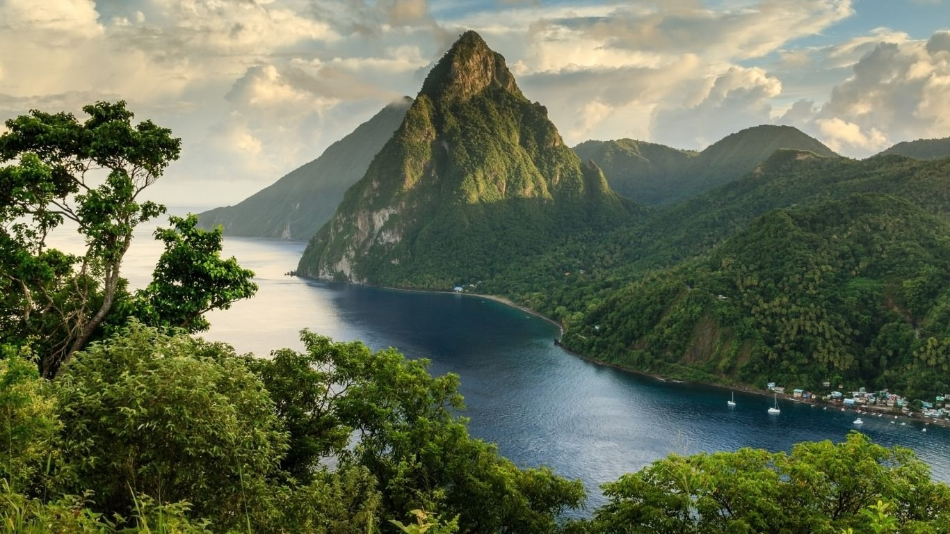 Petite Piton Mountain Wallpaper