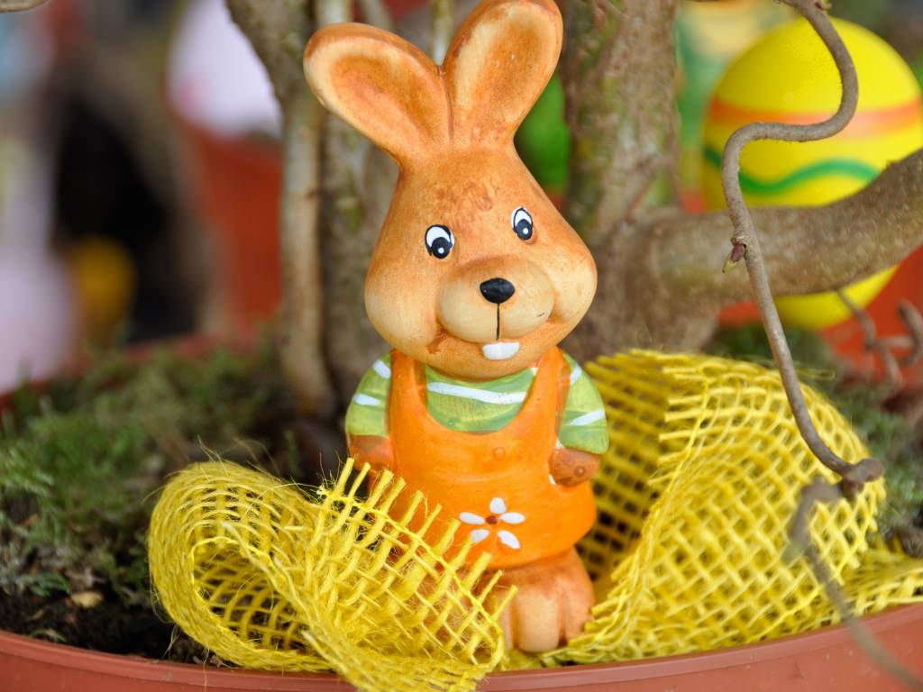 Easter Bunny Figurine Wallpaper