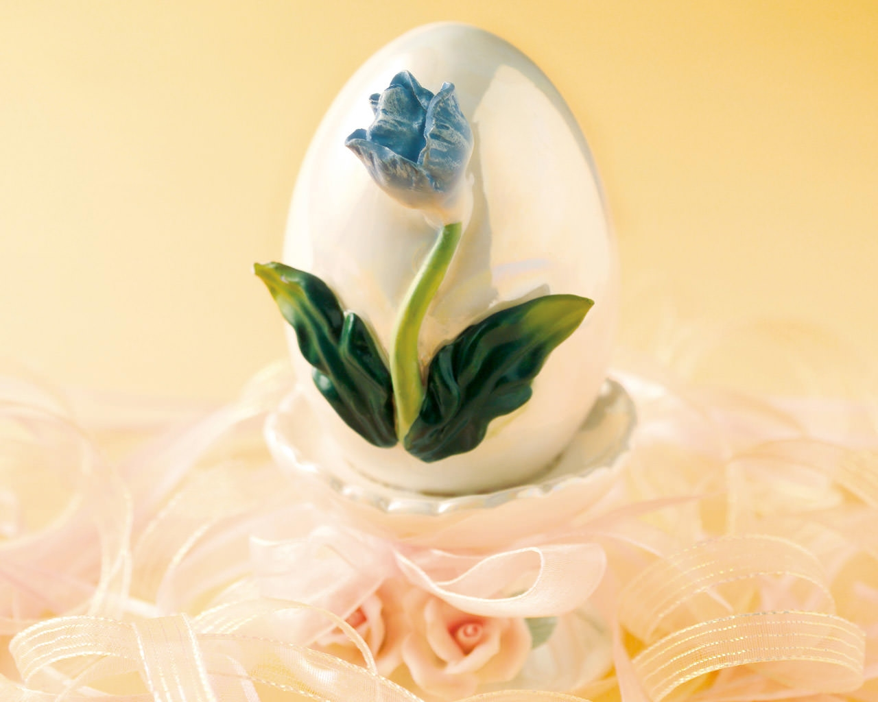 Flower On Egg Easter Wallpaper