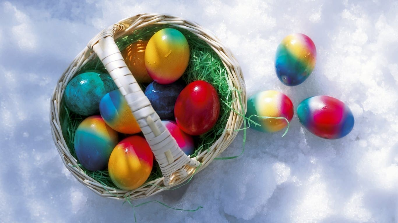 Easter Eggs In Snow Wallpaper