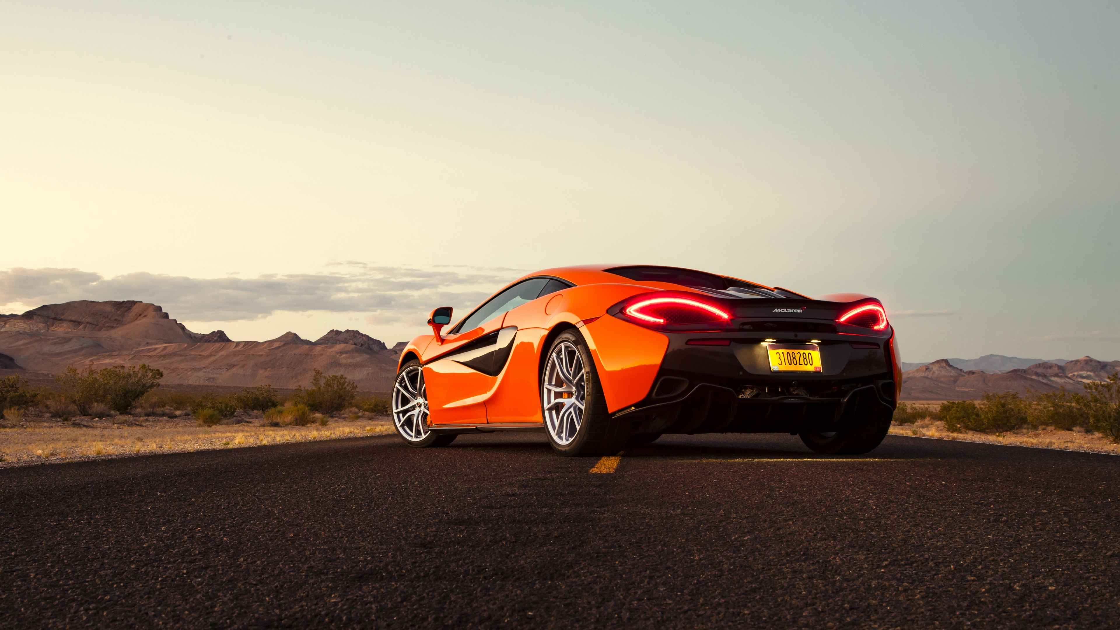 4K Ultra HD Mclaren 570S Wallpaper