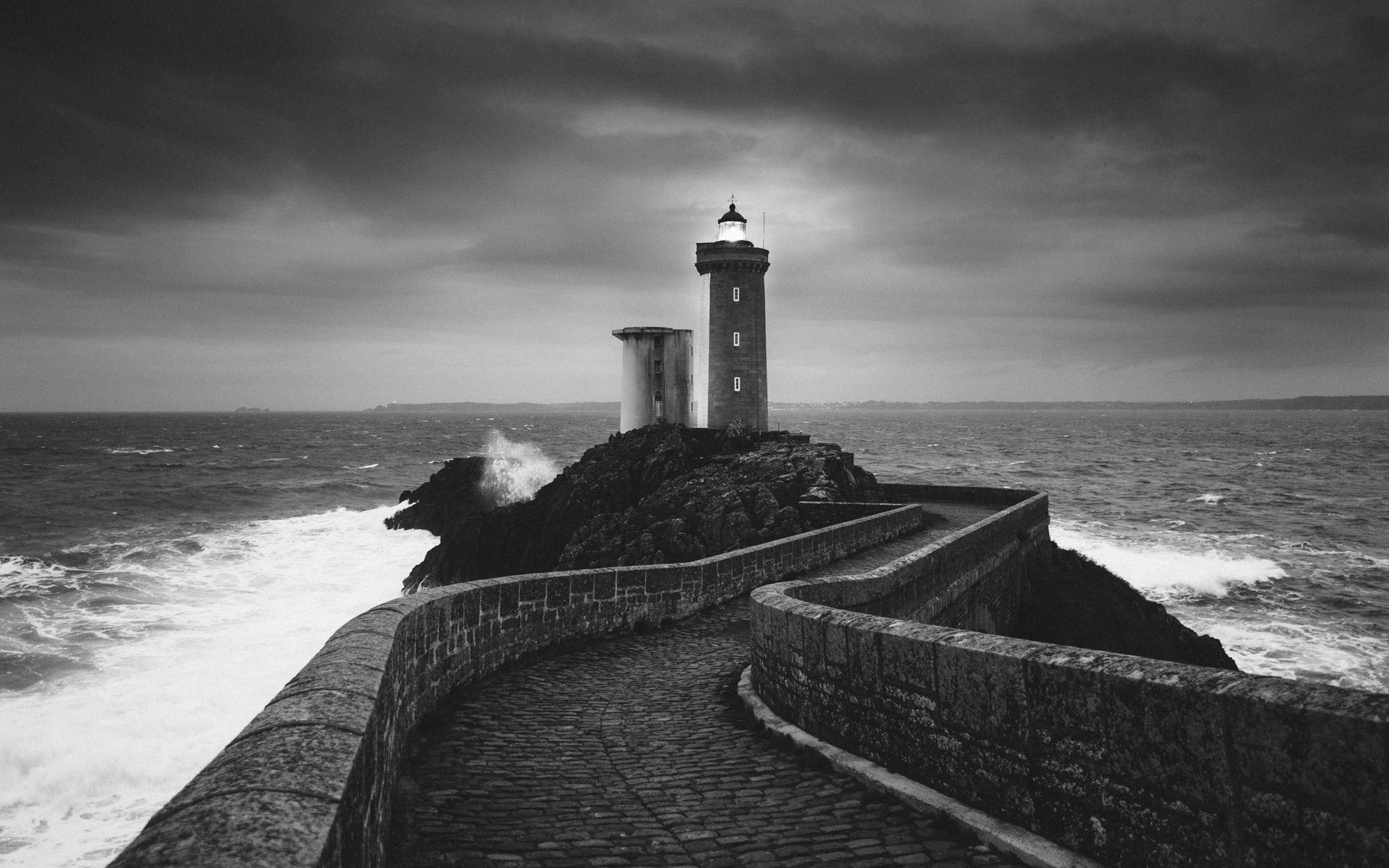 Black & White Lighthouse Wallpaper