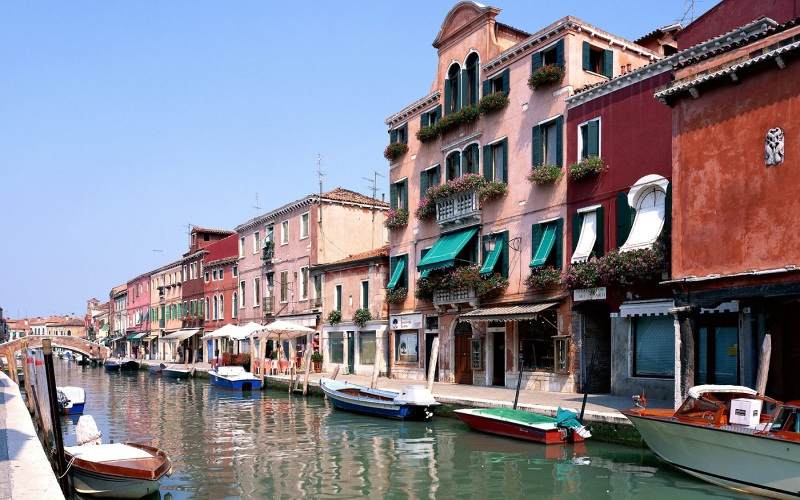 Boats Around Buildings Wallpaper