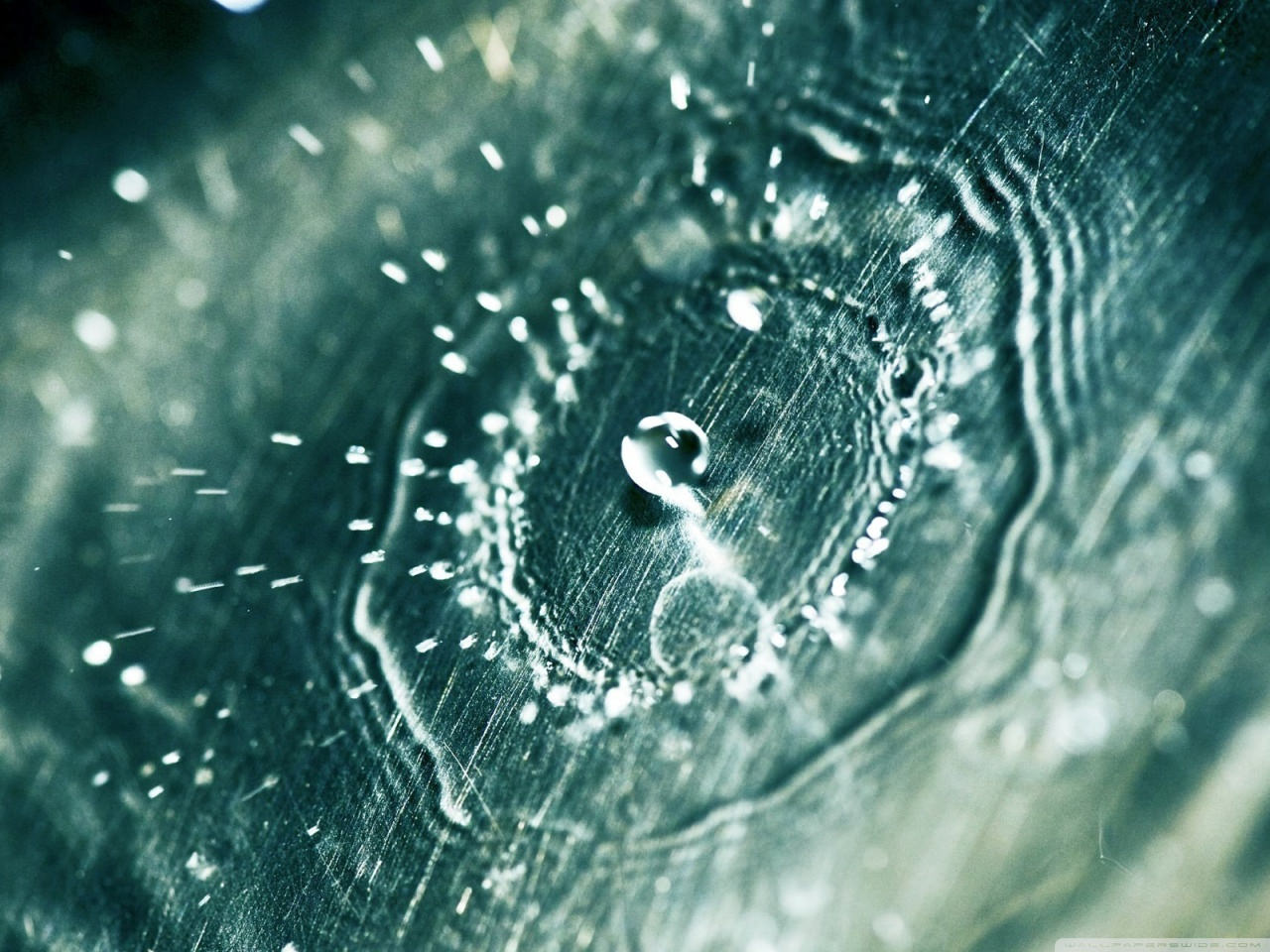 Cool Water Drop Wallpaper