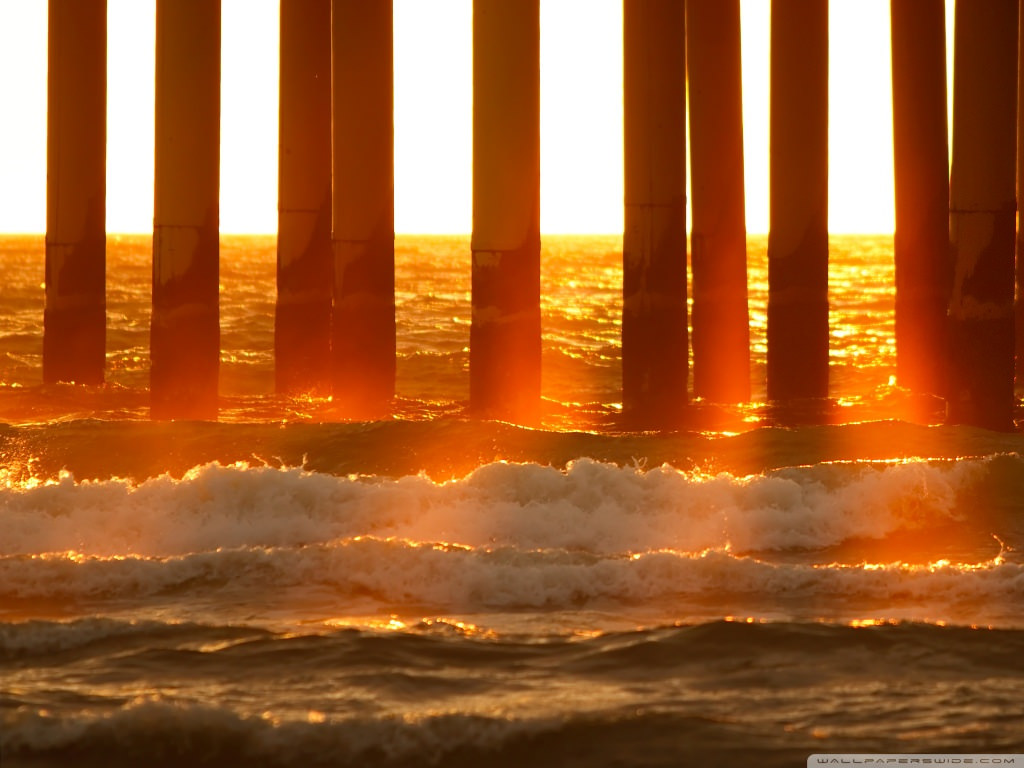 Download Sunrays Wallpaper