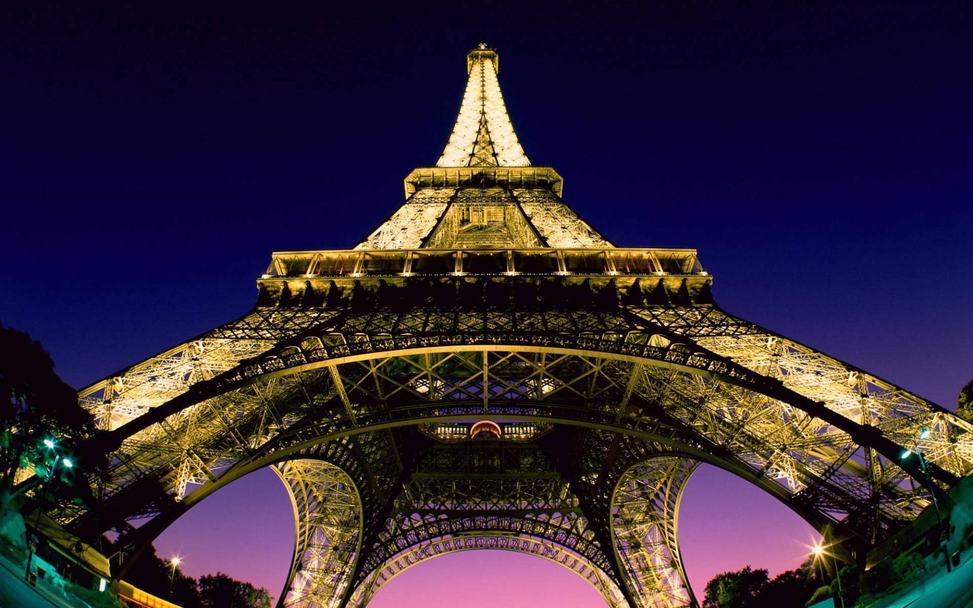 Eiffel Tower At Night Desktop Wallpaper