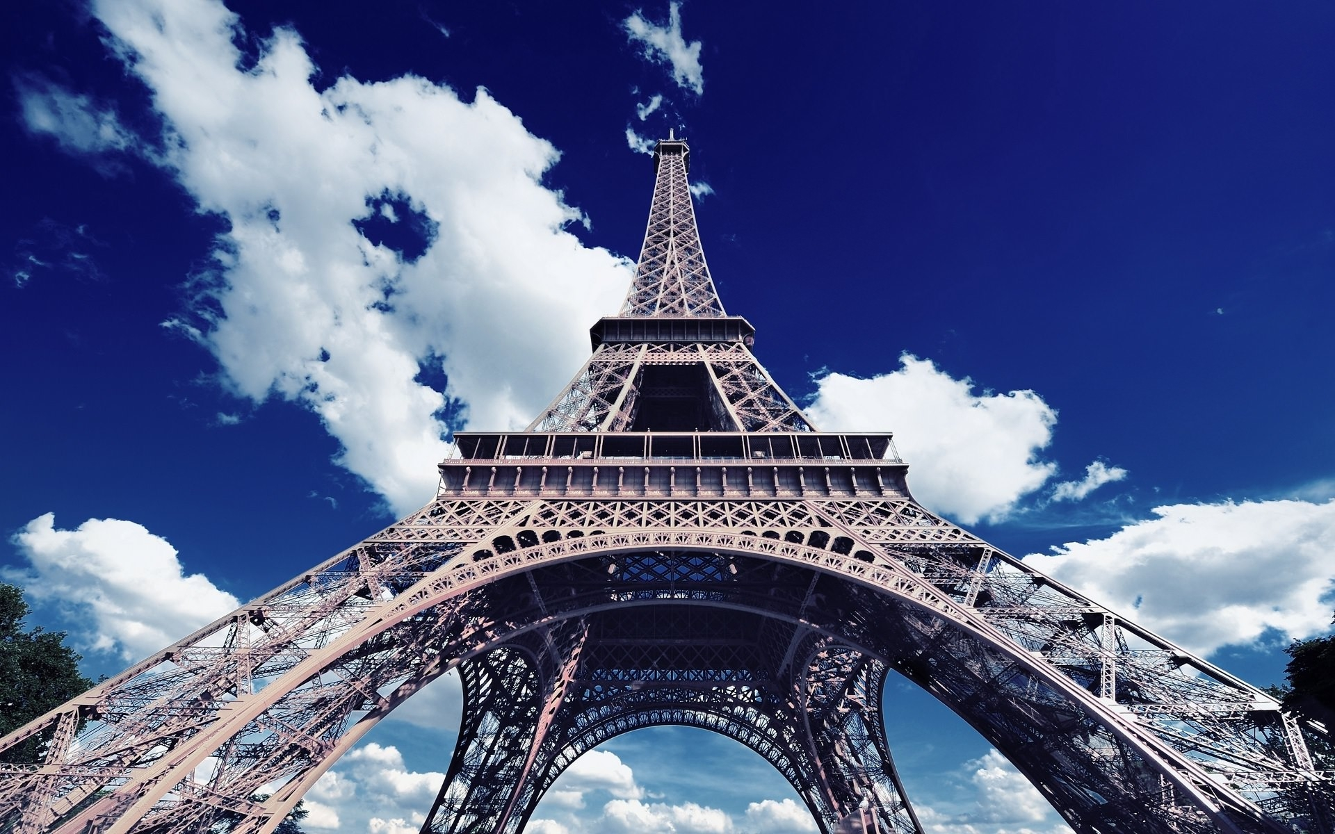 Eiffel Tower HD Wallpaper for Free Download