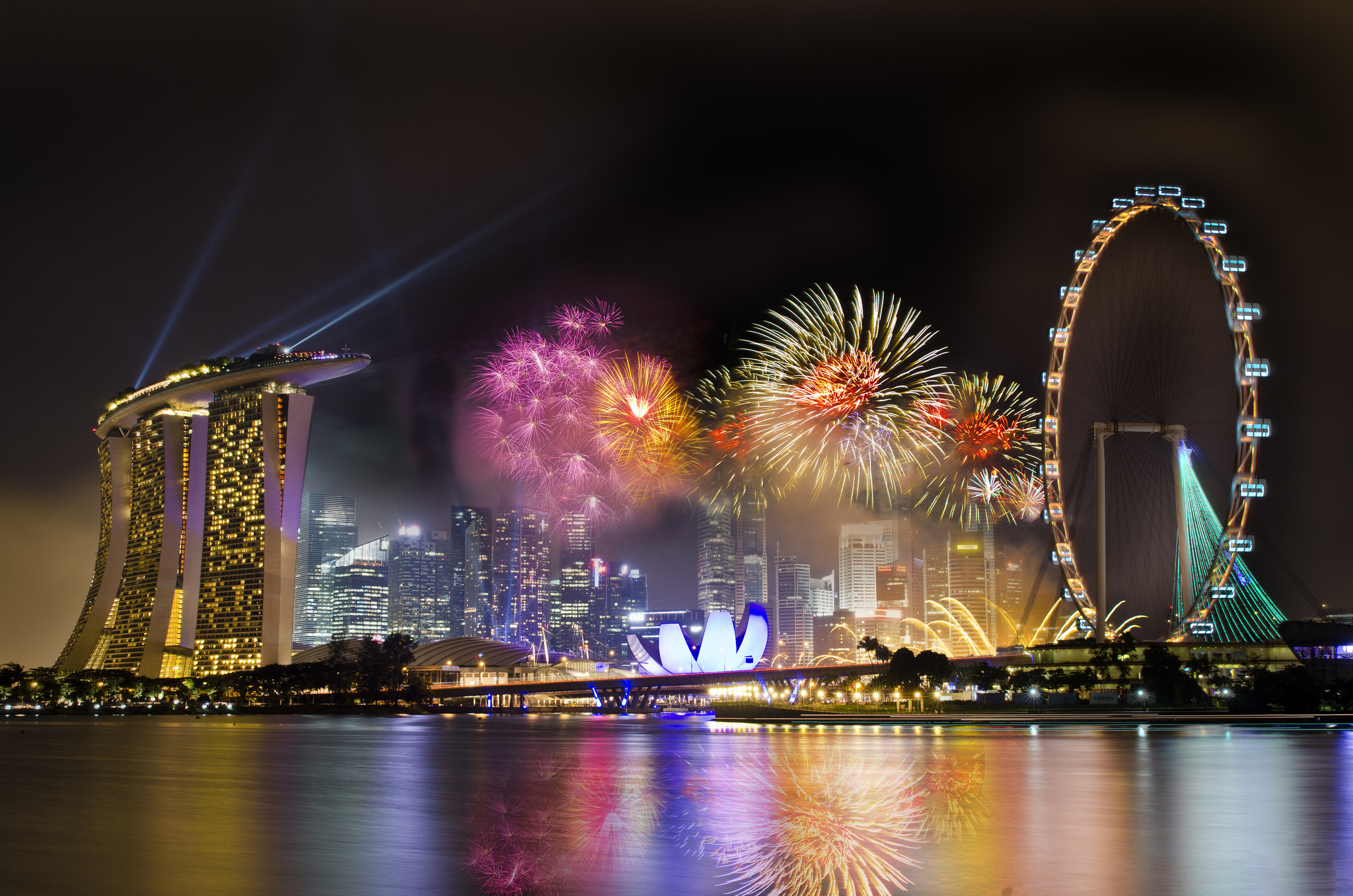 Fabulous Fireworks in Singapore Wallpaper