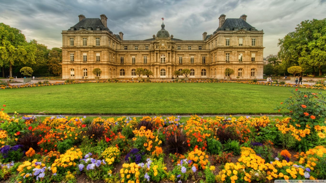 Gardens in Paris Background