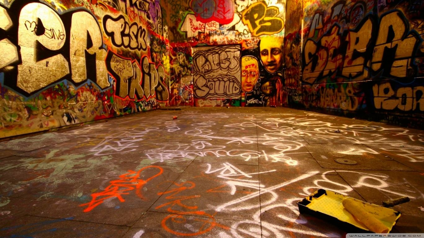 Graffiti Room Wallpaper