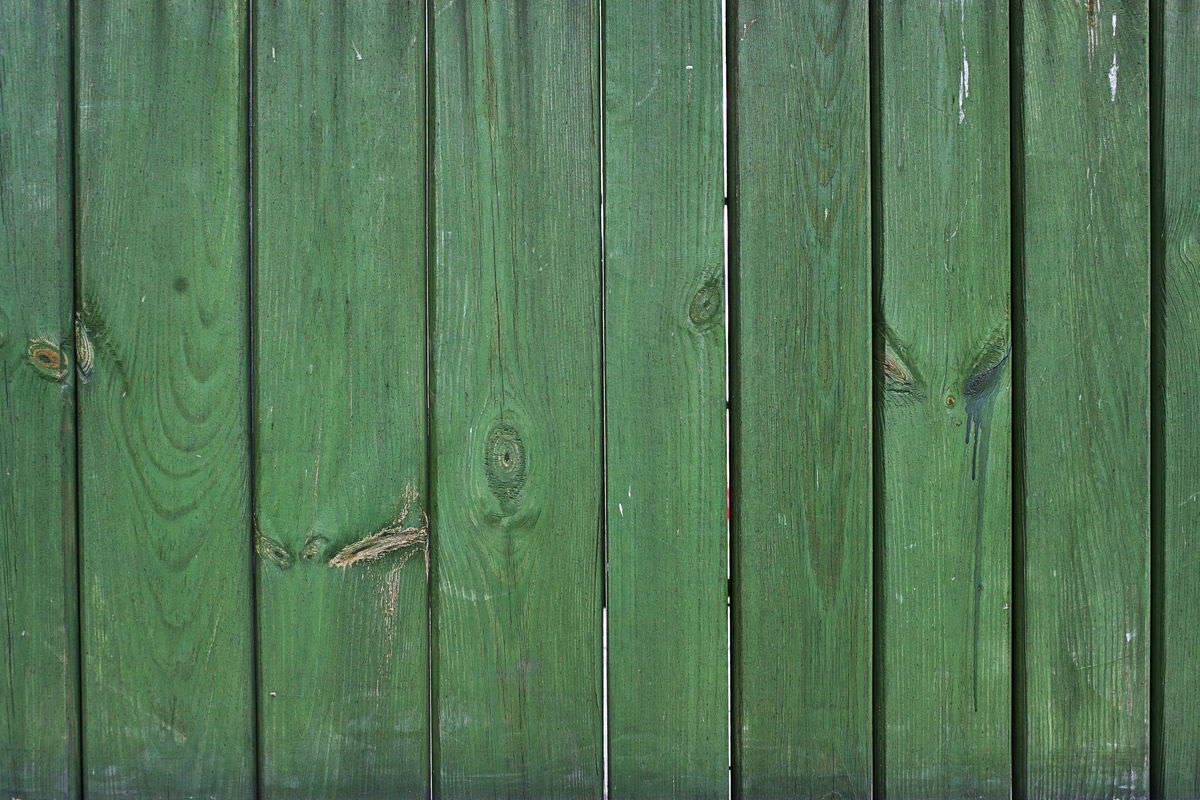 green wooden fencetexture