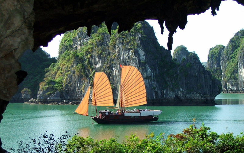 Island Boat Wallpaper