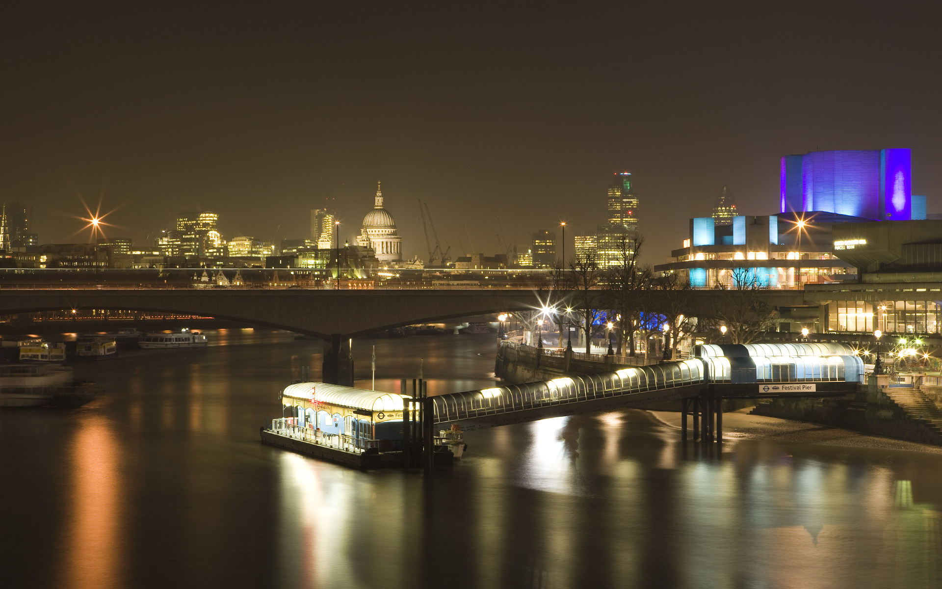 London River Bridge City Wallpaper