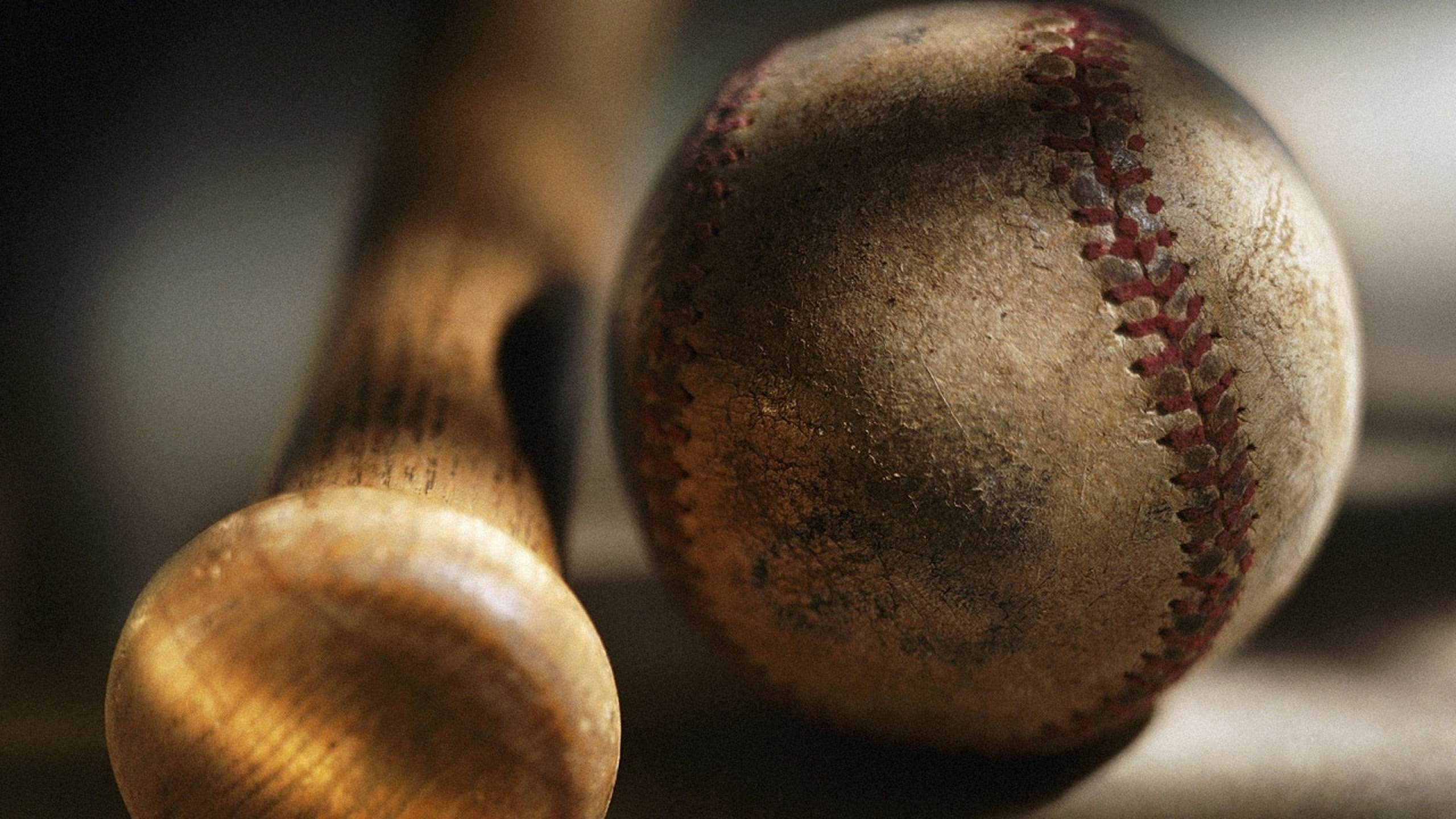 Old Baseball & Bat Wallpaper