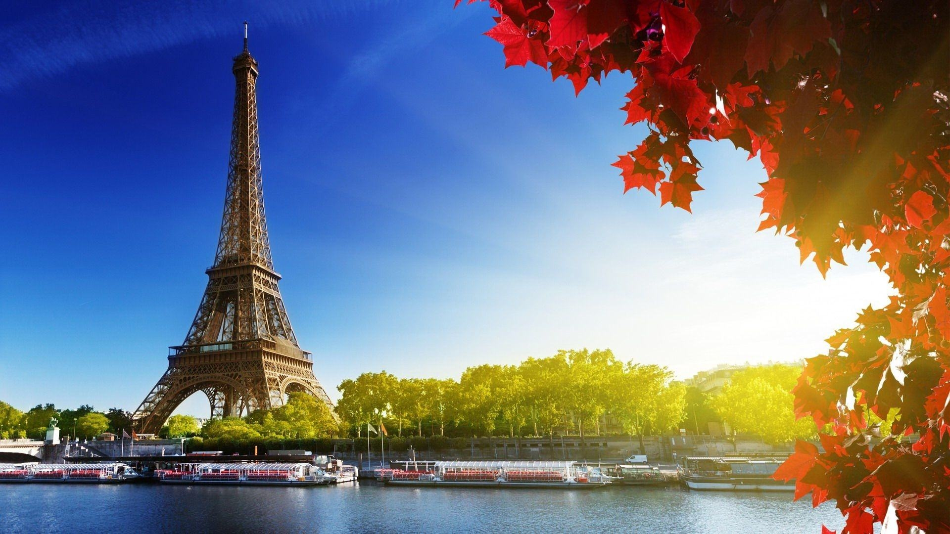 Stunning Eiffel Tower HD Wallpaper
