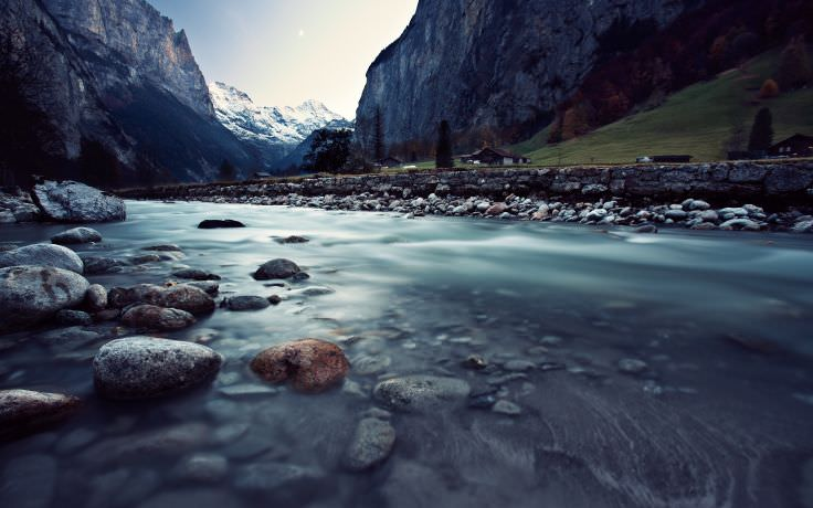 Ultra HD Mountain Valley Wallpaper