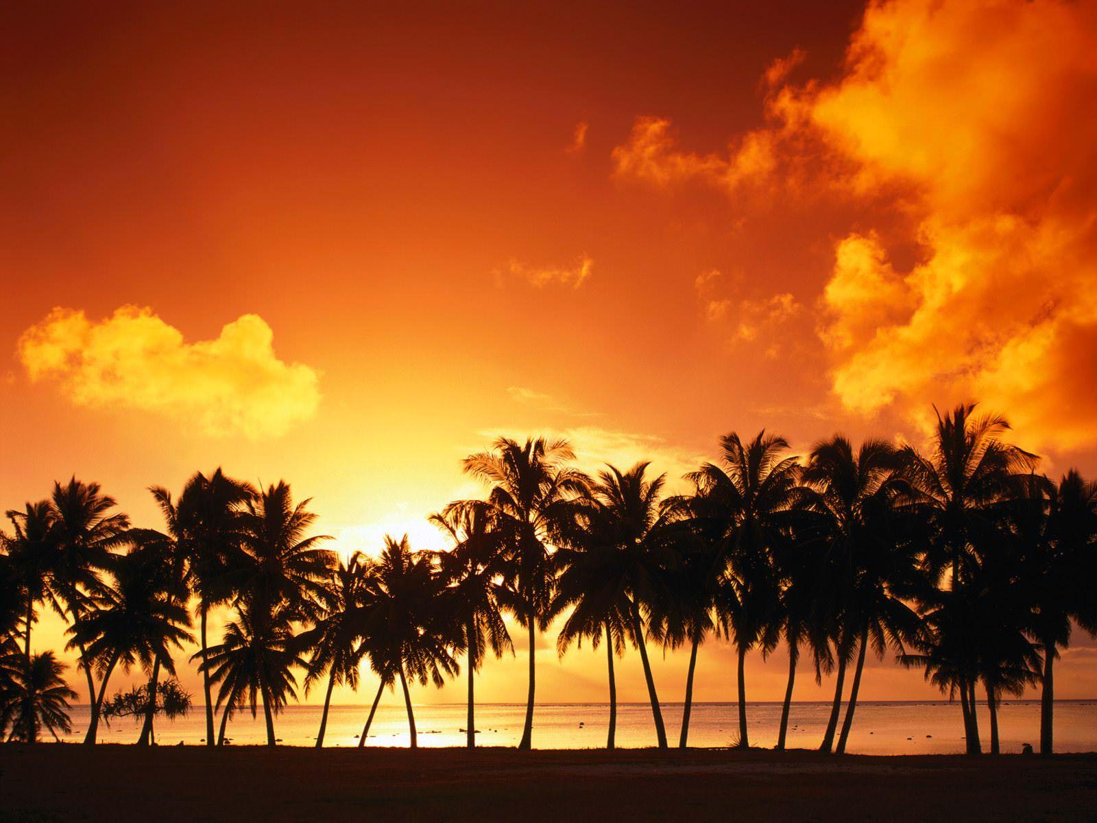 Aitutaki Island at Sunset Wallpaper