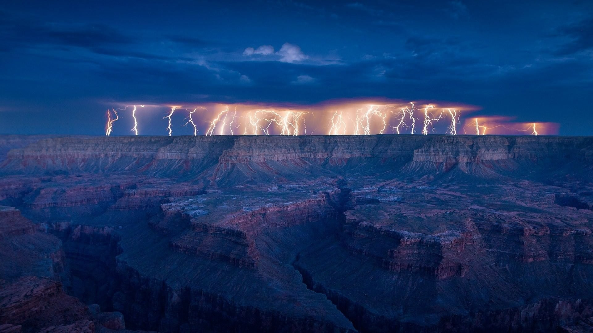 Amazing Lightning Storm Wallpaper