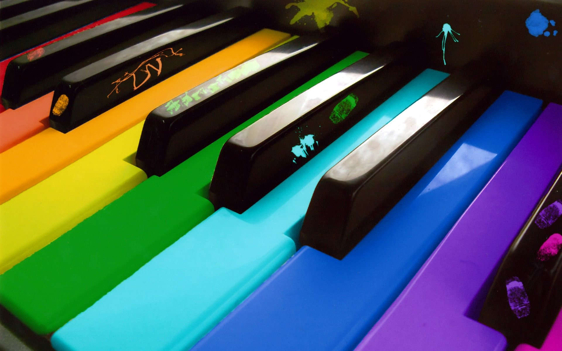 Artistic Colors Piano Wallpaper