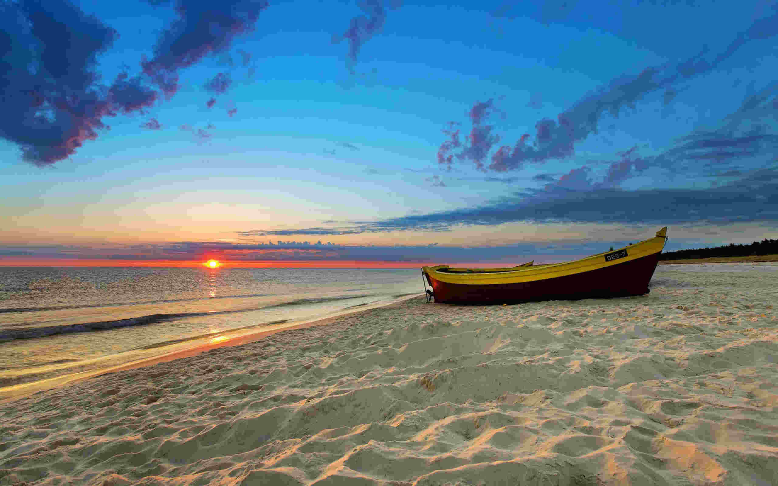 Awesome Boat Beach Wallpaper