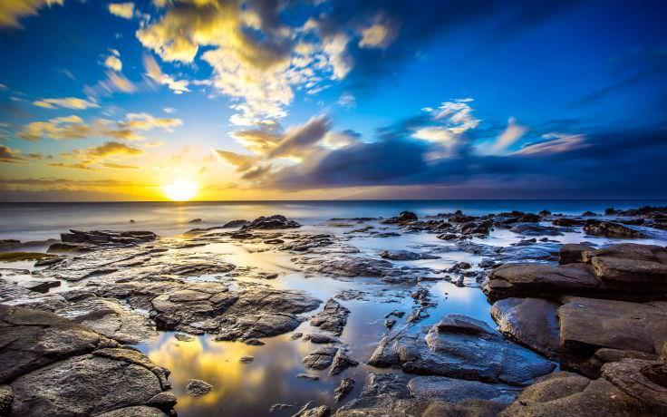 Beach Sunrise in Hawaii Wallpaper
