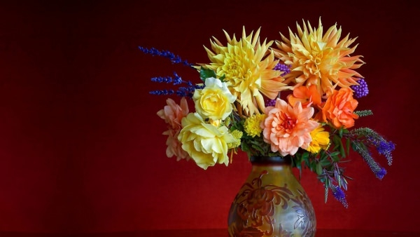 Beautiful Flower vase Wallpaper