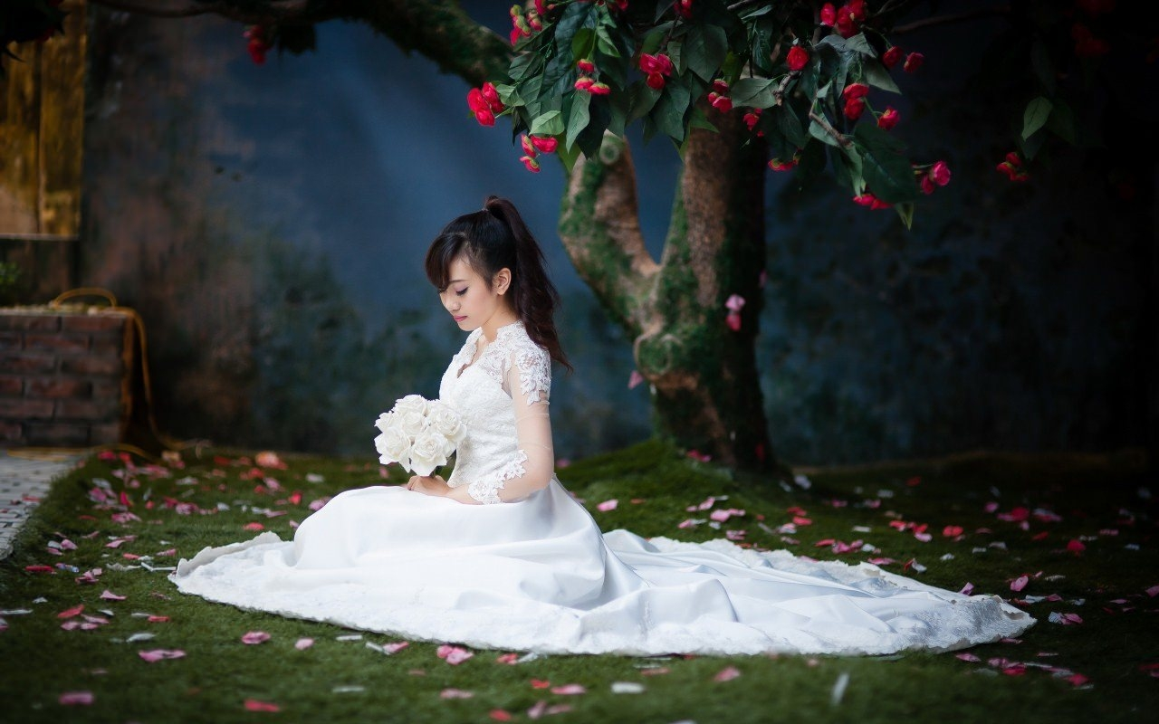 Bride Under the Tree Wallpaper