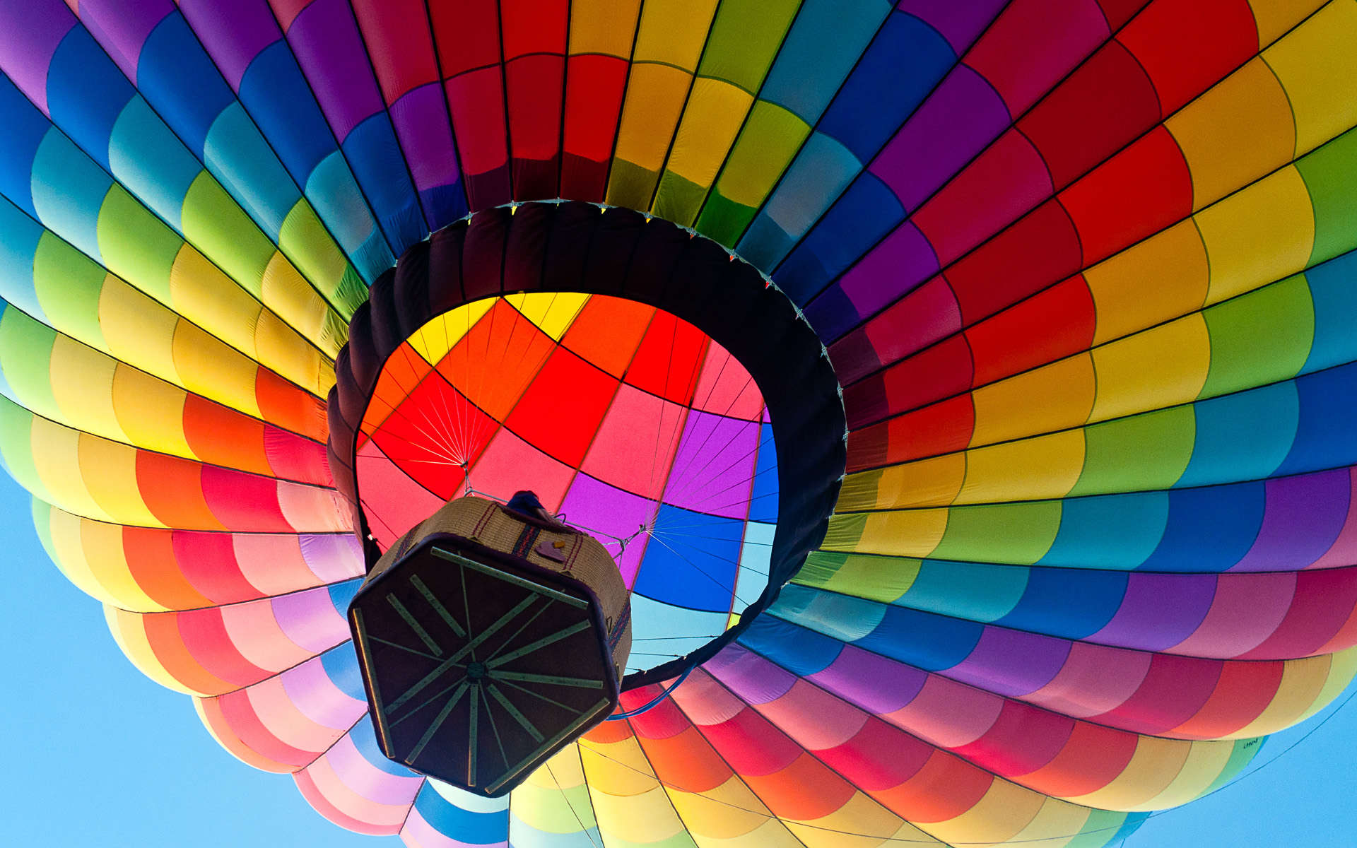 Colorful Hot Air Ballon Wallpaper