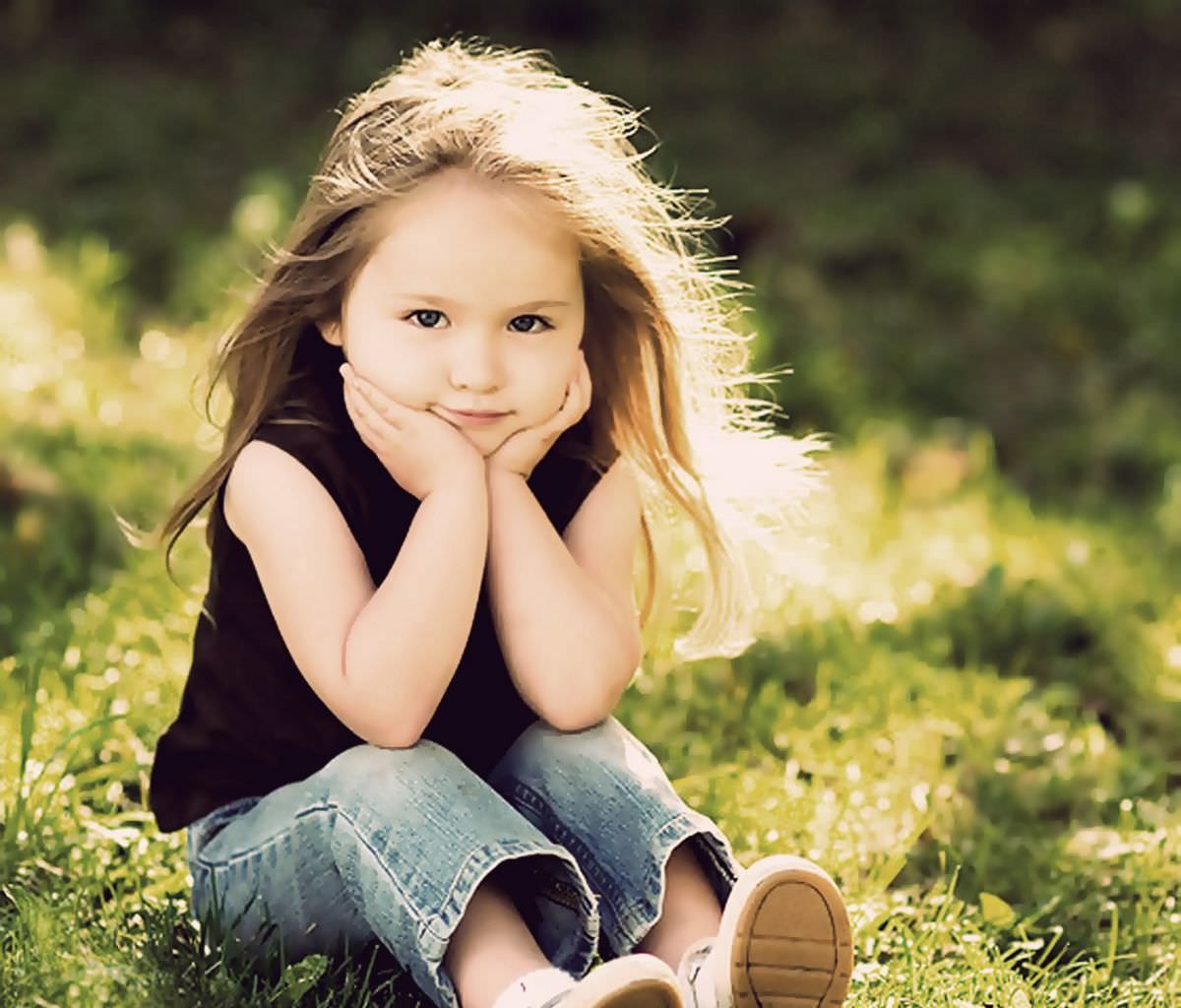 Cute baby Girl Posing Wallpaper