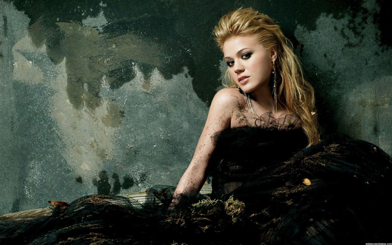 Dirty Black Fashion Gown Wallpaper