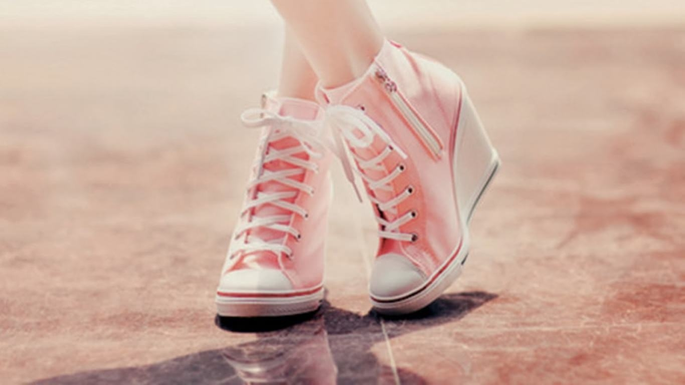 Girly Shoes Wallpaper BAckground