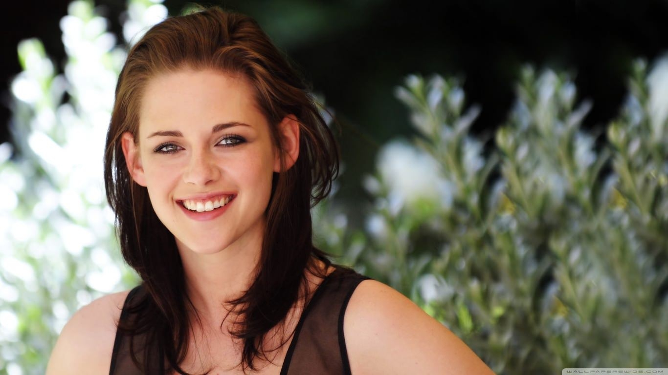 Kristen Stewart Pretty Wallpaper