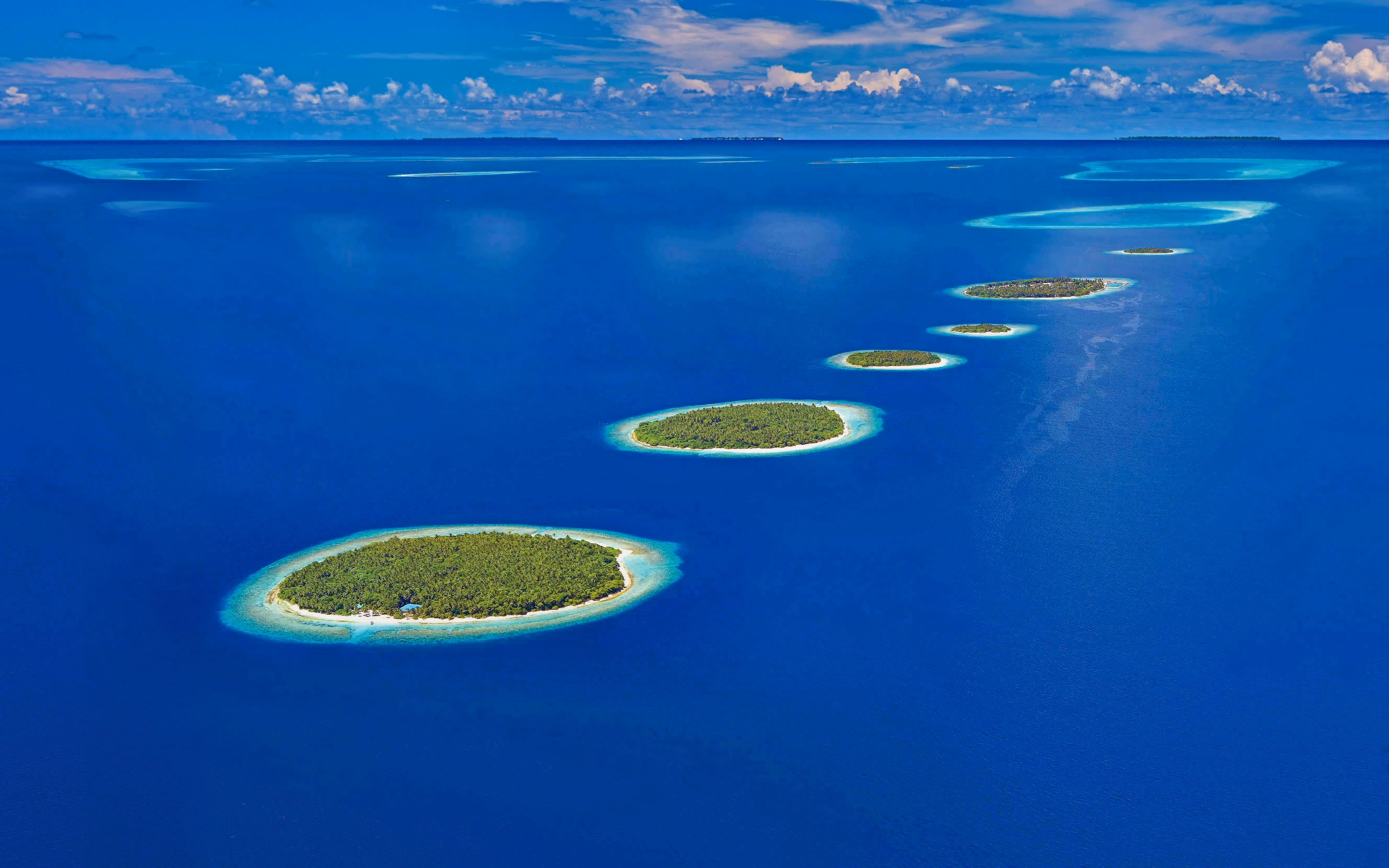 Majestic Blue Maldives Island Wallpaper
