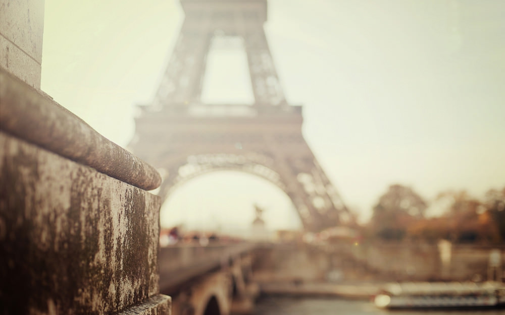 Paris Eiffel Tower Blurred Wallpaper